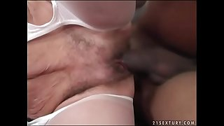 Interracial granny fuck - Effie