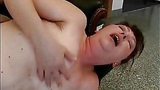 Blowjob with old mom