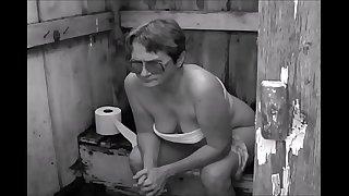 GRANDMA PEEING IN RURAL TOILET - CAGANDO EN TOILET RURAL