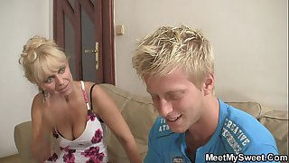 Funny game with blonde teen leads family 3some