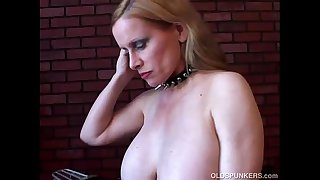 Lovely old spunker in stockings loves to fuck her juicy pussy for you