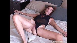 Mature amateur loves it anal