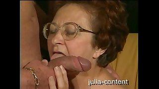 70-летняя бабушка трахает молодого человека